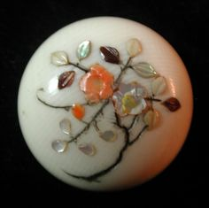 EXQUISITE ANTIQUE SHIBAYAMA BUTTON INLAID WITH CORAL SHELL HORN
