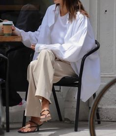 Minimalist Street Style, Minimalist Fashion, Spring Summer Fashion, Spring Outfits, Cardigan Blazer, Cute Casual Outfits, Casual Chic, Mode Ootd, Looks Street Style