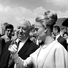 Alfred Hitchcock e Tippi Hedren no Festival de Cannes 1963, cabelo retrô