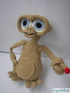 Crocheted E.T. Amigurumi (via La Gancherilla)