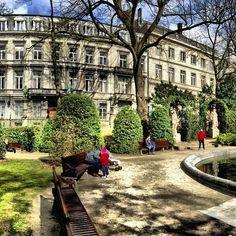 The Petit Sablon park in Brussels pic by © @romubxl