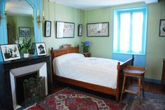 Claude and his wife Alice didn't share the same bedroom, as was usual in the middle upper class, but there was a connection through the bathrooms.     Alice Monet bedroom in Giverny  Alice Monet's bedroom, photo Ariane Cauderlier    	    The very simple bedroom of Alice is decorated with japanese woodblocks  featuring female characters.      It is one of the few rooms that have a window on the street side, that is to say to the north. One can see how narrow the house is. From her bedroom…