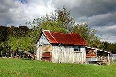 The current owner told me that she was told that an old man lived in this building before he died. It now appears to have been more recently used as a storage shed. Old Houses, Tiny Houses, Old Cabins, Church Building, South Island, Homeland, West Coast, New Zealand, Abandoned