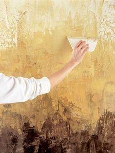 Tutorial ~Paint a Faux Venetian Plaster Finish -could make an interesting art piece. 20 Trendy Traditional Decor Style To Update Your Home – Tutorial ~Paint a Faux Venetian Plaster Finish -could make an interesting art piece.Paint a Faux Venetian P Faux Walls, Textured Walls, Textures Murales, Faux Murs, Venetian Plaster Walls, Plaster Paint, Tadelakt, Home Goods Decor, Paint Effects