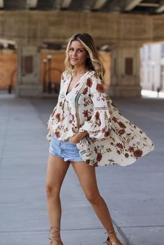 10 Ways to Wear Beach Cover Ups in Real Life Beach Wear For Women Outfits, Cute Outfits, Clothes For Women, Bohemian Mode, Boho Chic, Hippie Style, Boho Fashion, Fashion Looks, Womens Fashion