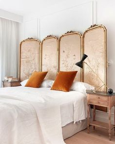 Country Home Decor Killing Eve Vibes Anyone else obsessed with that show and Villanelles ber chic Parisian style? Photo by with styling by for - Country Home Decor Killing Eve Vibes Anyone else obsessed wi - Bed Headboard Design, Headboards For Beds, Headboard Ideas, Bedroom Ideas, White Wall Bedroom, Home Design, Interior Design, Design Ideas, Living Vintage