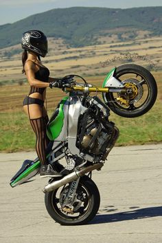 Lady Biker, Biker Girl, Motard Sexy, Bershka Collection, Chicks On Bikes, Ride Out, Motorbike Girl, Motorcycle Girls, Dirt Bike Girl