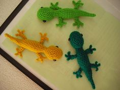 Crochet gecko, can be found on ravelry in english, just scroll until you see the link
