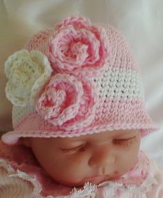 This French Cloche is made using top quality yarn in 100% Cotton.      A white  band and three  Roses in the same yarn make it special.