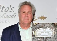 John Heard Jr. (March 7, 1946 – July 21, 2017) He played Peter McCallister inHome AloneandHome Alone 2: Lost in New York. Heard died of aheart attackon July 21, 2017 at the age of 71. His body was found by staff in aPalo Alto, Californiahotel, where he was reportedly recovering after minor back surgery. John Heard, Titanic Artifacts, Famous Tombstones, Back Surgery, Cemetery Headstones, Famous Graves, Celebrity Deaths, Famous People, Words