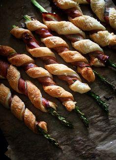 basilgenovese: Asparagus & Bacon Roll via Asparagus Rolls, Bacon Wrapped Asparagus, Tapas, I Love Food, Good Food, Yummy Food, Bacon Roll, Bacon Bacon, Appetizer Recipes