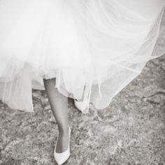 Fotografos Bodas Bilbao, Alejandro Bergado, zapatos novia, novios, bodas, wedding, traje, vestido, fotoperiodismo