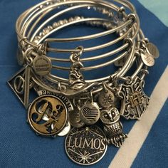 Alex and Ani Harry Potter collection. Alex and Ani Harry Potter bangles. Alex And Ani Harry Potter bracelets. Harry Potter Schmuck, Bijoux Harry Potter, Objet Harry Potter, Mode Harry Potter, Harry Potter Bracelet, Estilo Harry Potter, Harry Potter Merchandise, Harry Potter Decor, Harry Potter Style