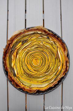 Recette de tarte aux courgettes jaunes et vertes hypnotique ! Une pâte, des courgettes... et hop, au four ! Pour déguster les dernières courgettes de l'été. Quiches, Food And Drink, Four, Cocktails, Cakes, Healthy, Yellow Zucchini, Sweet Recipes, Vegetarian Quiche