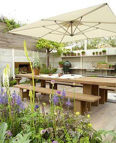 Buitenkeuken met kingsize tafel / Garden kitchen with king size table