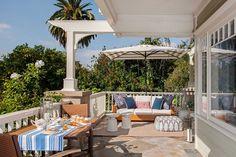 Casa dos sonhos em Los Angeles | A grande varanda permite receber a família e os amigos com bastante conforto (Foto: Divulgação)
