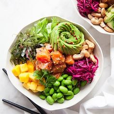Poké Bowl Maybe marinated carrot instead of fish? Healthy Cooking, Healthy Snacks, Healthy Eating, Cooking Recipes, Manger Healthy, Plats Healthy, Vegetarian Recipes, Healthy Recipes, Food Bowl