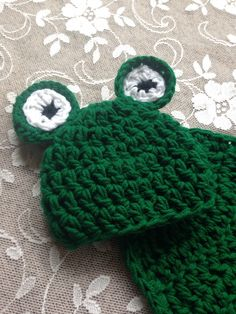 Spring photo prop, Newborn frog photo prop hat and cape, Easter photo prop by IvyandAlden on Etsy https://www.etsy.com/listing/227577380/spring-photo-prop-newborn-frog-photo