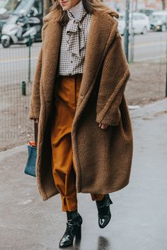 Lovely neutral outfit for winter Autumn Winter Fashion, Fashion Fall, Street Fashion, Fashion 2018, Fashion Outfits, Womens Fashion, Fashion Weeks, Street Style 2018, Autumn Street Style