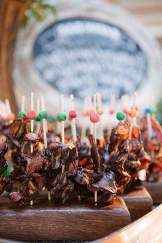 idees de brochettes aperitives au bacon et chocolat idée buffet anniversaire ou mariage nourriture sur plateau en bois Caramel Apples, Desserts, Cheese Quiche, Chocolates, Sushi Platter, Tailgate Desserts, Dessert, Caramel Apple, Postres