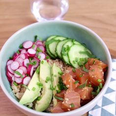Poke bowl au saumon mariné Try the poke bowl with marinated salmon, avocado, cucumber and ELLE radis Healthy Recipes On A Budget, Healthy Recipe Videos, Healthy Meal Prep, Clean Eating Recipes, Clean Eating Snacks, Healthy Snacks, Cooking Recipes, Breakfast Healthy, Dinner Healthy