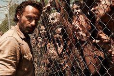 The Walking Dead'in dokuzuncu sezonu için onay geldi https://www.teknoblog.com/the-walking-dead-dokuzuncu-sezon-onay-164715/ The Walking Dead, dünyanın en popüler dizileri arasında yer alıyor. Dizinin ana yayıncısı olan AMC, zombi temalı korku hikayesinin dokuzuncu sezonuyla devam edeceğini duyurdu. Dizi, reytinglerinin son sezonlarda düşmesine rağmen, AMC'nin en önemli silahlarından biri olmayı sürdürüyor. Yeni...