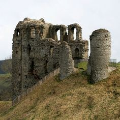 Clun Castle by offwhitehouse