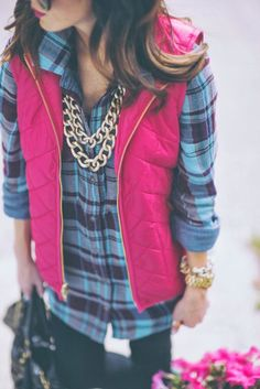 That gold link necklace takes this outfit to a whole new level.-i need a pink vest in my life. Looks Style, Looks Cool, My Style, Preppy Mode, Preppy Style, Cute Flannel Outfits, Cute Outfits, Pink Outfits, Fashion Mode