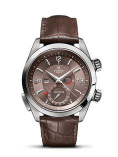 Découvrez sur le site officiel Tudor l'Heritage Advisor, inspirée de la montre-réveil vintage pour homme produite par Tudor en 1957.