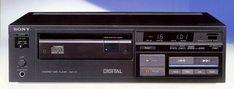 CDP-101の画像  SONYのCDプレーヤー一号機、これを買った時はまだCDのソースが少なくて苦労しました。