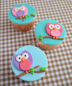 owl cakes and cupcakes Fondant Cupcakes, Cookies Cupcake, Fondant Toppers, Owl Cake Toppers, Deco Cupcake, Cupcake Tier, Cupcakes Design, Fondant Figures, Owl Cakes