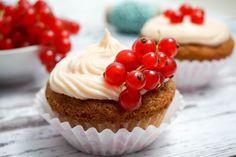 Johannesbeer-Vanille Cupcake mit Johannesbeer-Frischkäse Frosting