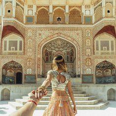 #followmeto Amer Fort Jaipur with @natalyosmann. I wonder who visited India from our followers? What is your favorite place there?........................ #следуйзамной к фортам Джайпура. Интересно кто из наших подписчиков был в Индии? Какое ваше любимое место?  #IndiaInstameet  @beautifuldestinations @mohitrai   @abujanisandeepkhosla @amrapalijewels @theluxurycollection @itchotels