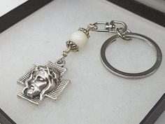 Keychain Clip, Jesus Face, Rosary Beads, Patron Saints, Religious Gifts, Red Glass, Bead Caps, Vintage Gifts, Pearl Beads