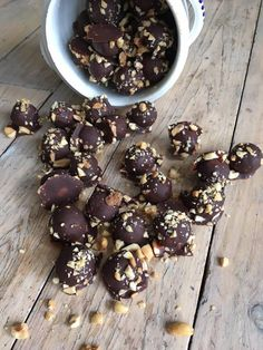 Lavkarbo snickerskuler Lchf, Candy, Chocolate, Baking, Food, Drinks, Drinking, Beverages, Sweets