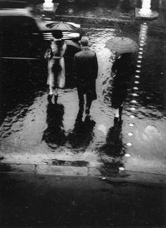 Brassaï. Rue de Rivoli. 1937  [::SemAp FB || SemAp G+::]