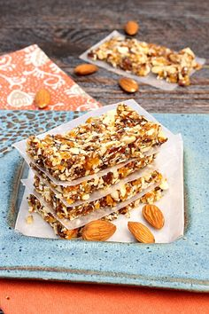 Apricot Almond Energy Bars Recipe 214 calories p/bar. Makes 16 bars Muffin Recipes, Raw Food Recipes, Snack Recipes, Appetizer Recipes, Appetizers, 16 Bars, What's For Breakfast, Breakfast Catering, Good Food