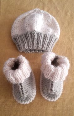 Baby Knitting Patterns Hundreds of you have enjoyed knitting my little Hug Boots - . Hundreds of you have enjoyed knitting my little Hug Boots - so I thChild Knitting Patterns A whole bunch of you've got loved knitting my little Hug Boots - so I assu Baby Booties Knitting Pattern, Knit Baby Booties, Baby Hats Knitting, Knitting For Kids, Easy Knitting, Baby Knitting Patterns, Knitting Socks, Knitting Projects, Knitted Hats