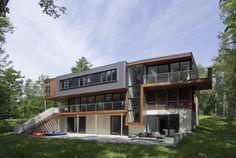 Casa moderna en metal y madera