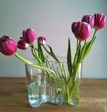 The curvy modern form of the Alvar Aalto vase with some pink tulips. Alvar Aalto, Succulent Arrangements, Pink Tulips, Ikebana, Flower Vases, Wild Flowers, Glass Vase, Graphic Design, Plants