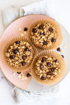 Chocolate Chip Oatmeal Cups Chocolate Chip Oatmeal, Mini Chocolate Chips, Chocolate Lovers, Healthy Oatmeal Recipes, Healthy Eats, Baked Oatmeal Cups, Peanut Butter Roll, Recipe Of The Day, Real Food Recipes