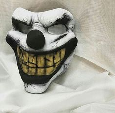 Mascaras Halloween, Joker Poster, Fantasy Demon, Creepy Images, Mask Drawing, Monster Mask, Art Projects For Adults, Cosplay Armor, Cool Masks