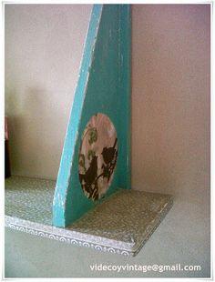 Estante reciclado, con cartapesta de papel de seda, patina en verde y decoupage Decoupage, Shelves, Home Decor, Paper Envelopes, Upcycling, Green, Shelving, Homemade Home Decor, Shelf
