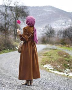 Hijab girls home cleaning Beautiful Hijab Girl, Beautiful Muslim Women, Stylish Hijab, Hijab Chic, Hijabi Girl, Girl Hijab, Hijab Hipster, Hijab Fashion Summer, Hijab Stile