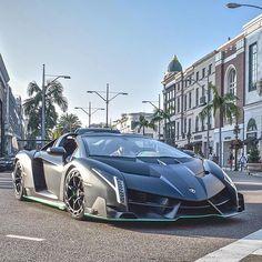 Veneno Roadster