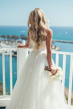 Beachy waves are a beautiful way to wear your hair down for your wedding | Vitaly M Photography