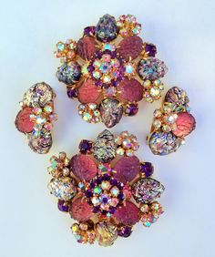 HATTIE CARNEGIE BROOCHES IN PURPLE ART GLASS. LOVE IT! OWN IT!