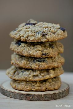 Chewy Gluten Free Oatmeal Raisin Cookies | Farm To Table | farmtotablela.com #bobsredmill #kitchenaid