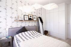chambre-scandinave-lampes-suspension-papier-papier-peint-motifs