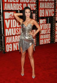 See Katy Perry in Various States of Undress - She posed at the September 2009 MTV Music Awards at NYC's Radio City Music Hall. Katy Perry Legs, Katy Perry Hot, Beautiful Celebrities, Gorgeous Women, Famous Celebrities, Music Awards, Mtv Music, Katy Perry Pictures, Talons Sexy